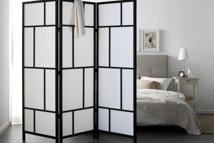 Un paravent dans une chambre chambre pinterest paravent cloison et chambre for Separateur de chambre