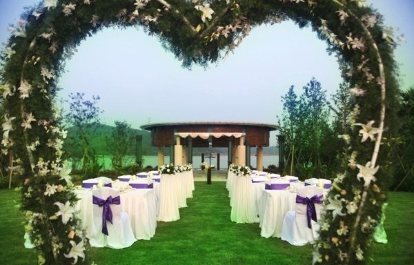 Heart shaped wedding arch garden wedding decoration ideas decoration ideas for outdoor weddings top ideas to decorate outdoor weddings junglespirit Choice Image