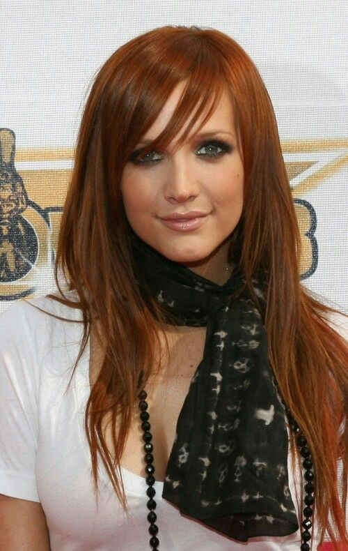 Pin By Veronica Villa On Hair And Face Is Fashion Side Bangs Hairstyles Ashlee Simpson Beautiful Hair Color