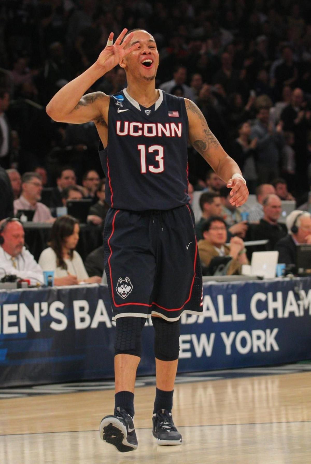 super popular 2fc24 c4bf2 NCAA Tournament: Shabazz Napier inspires UConn past Michigan ...
