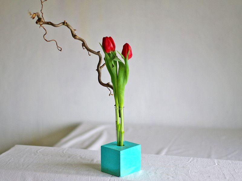 deko objekte blumenvase aus holz vase mit reagenzglas in t rkis ein designerst ck von. Black Bedroom Furniture Sets. Home Design Ideas