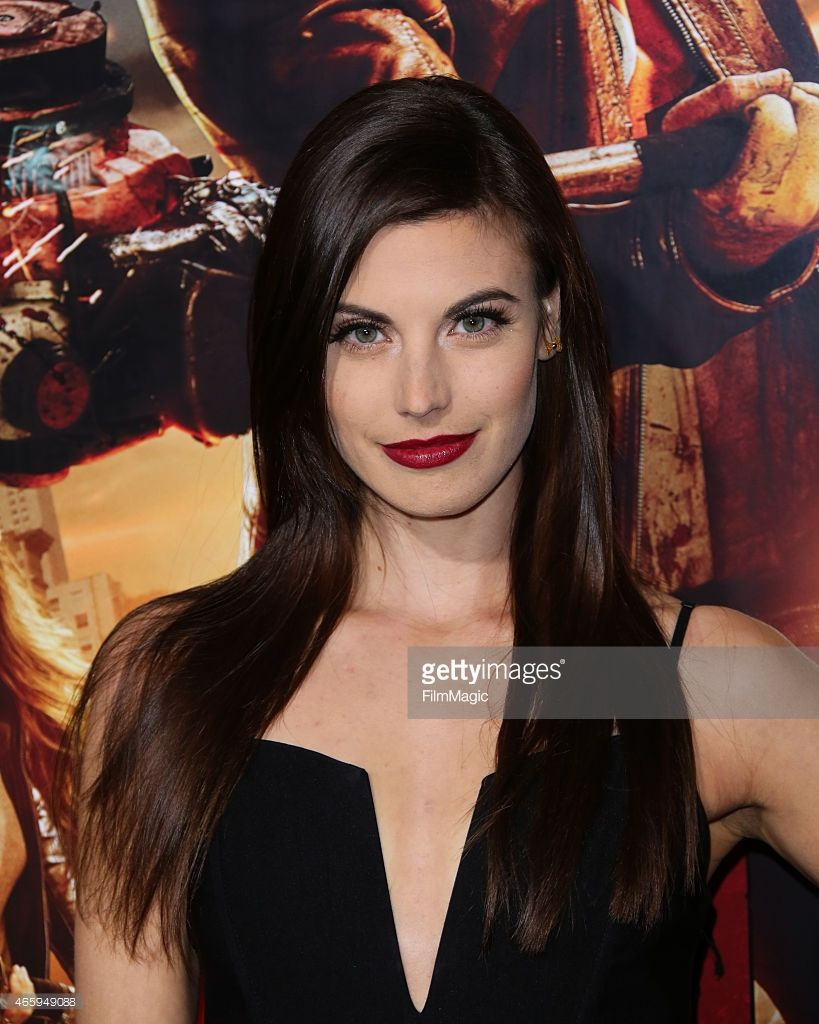Actress Meghan Ory Attends The Dead Rising Watchtower World Meghan Ory Gorgeous Hair Color Actresses