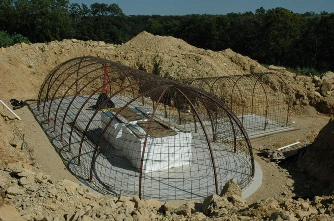 Underground Concrete Building : Structural steel formworks building an underground