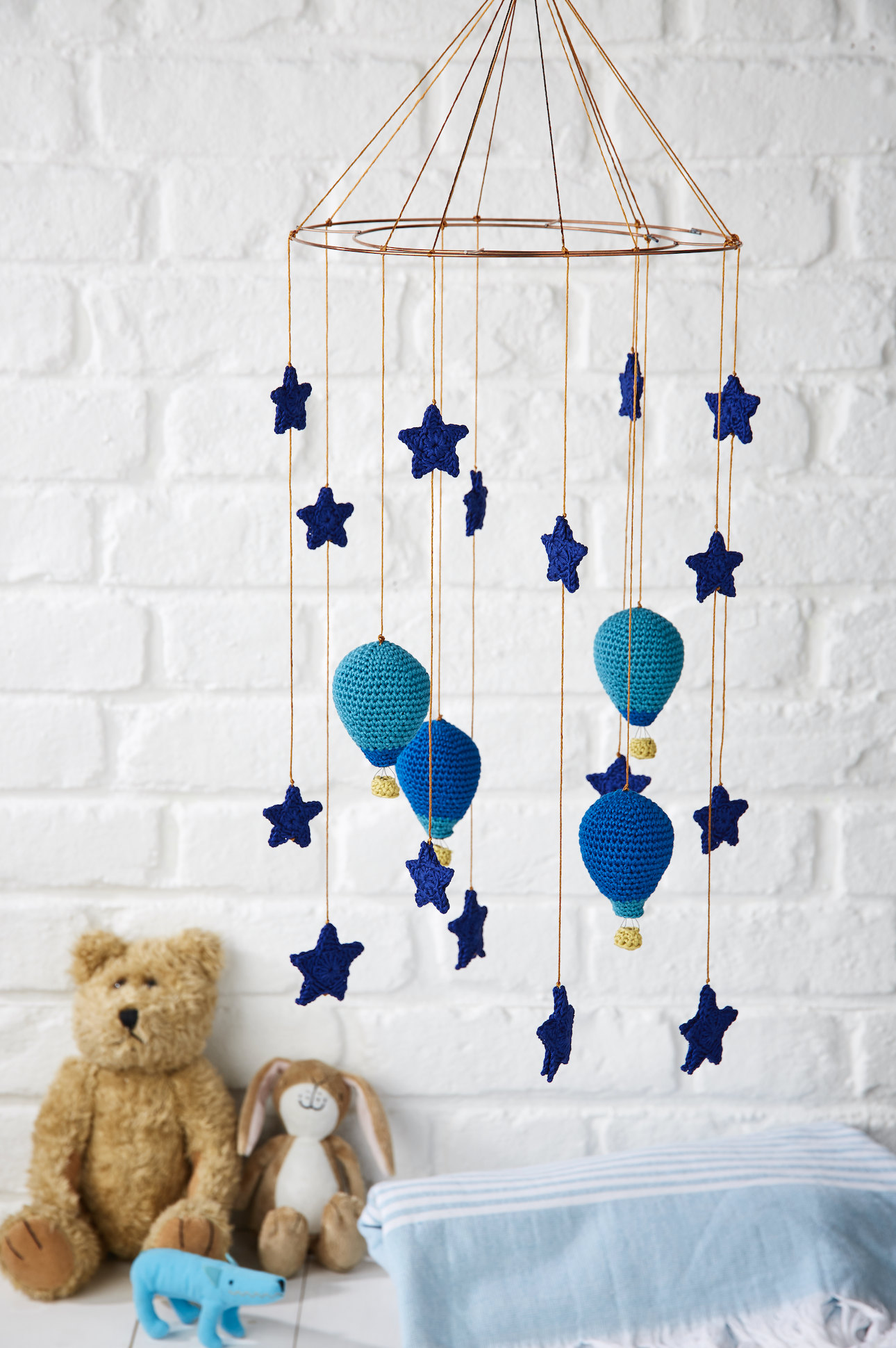Send a baby off to sweet slumber with this gorgeous mobile from ...