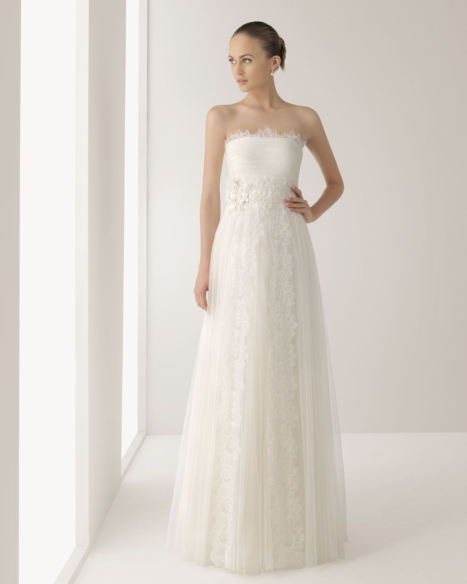 JONICO - Tulle and lace gown with beadwork, in ecru V07 Tulle and ...