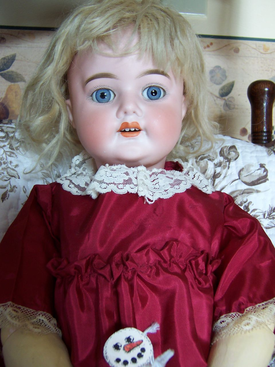 Here is a darling doll for your consideration. This antique Schoenau Hoffmeister Doll is 26 tall. She has her original pate and wig in a honey blonde