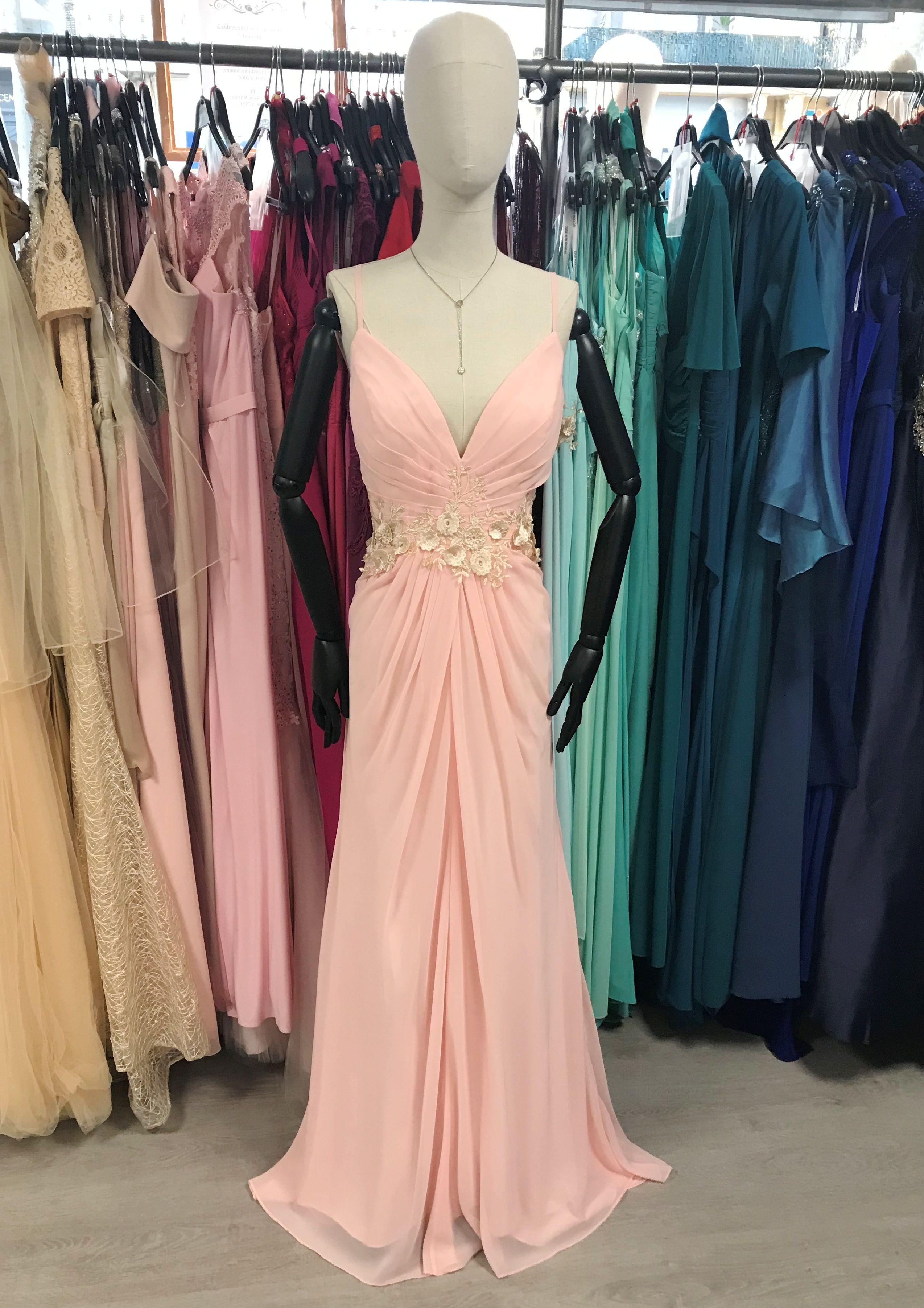 Robe Longue Rose Poudree Et Beige Nude Decollete En V Et Forme