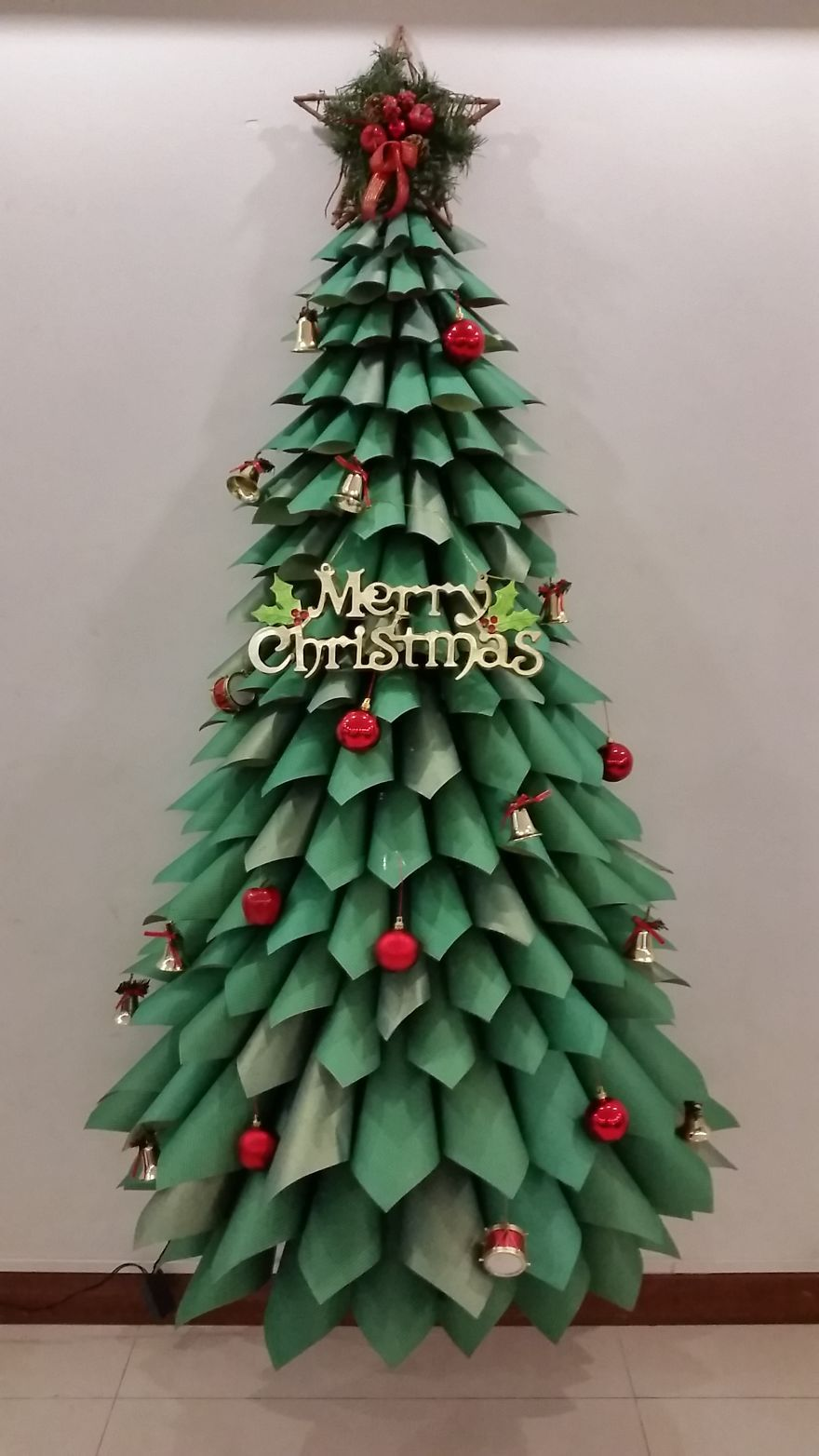 129 Of The Most Creative Diy Christmas Trees Ever Diy Paper Christmas Tree Christmas Tree Decorations Diy Paper Christmas Tree