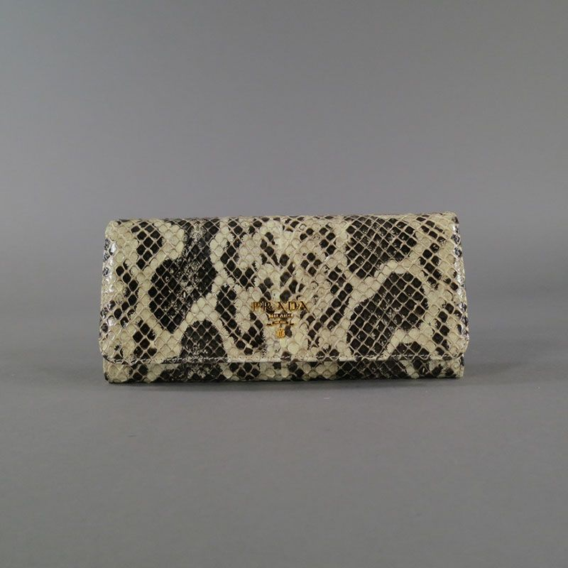Prada clutch on SNOBSWAP https://snobswap.com/listings/view/18851