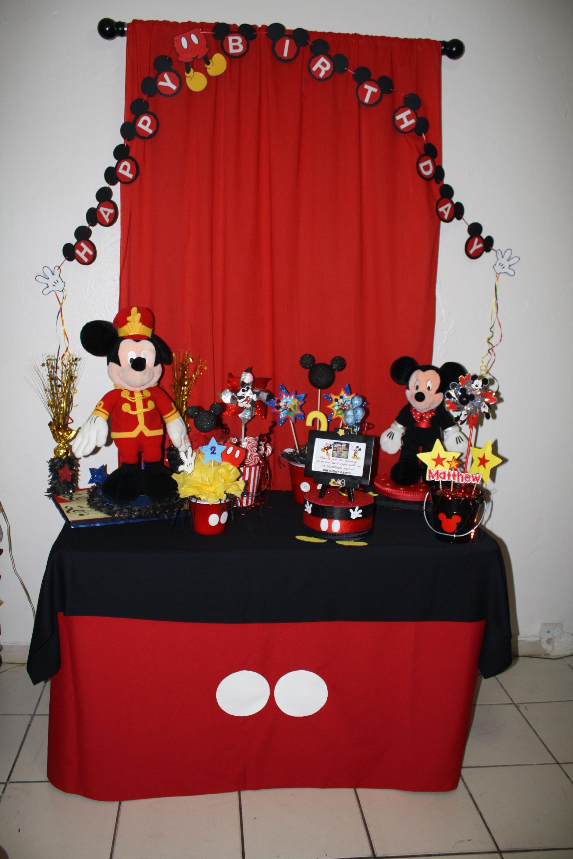 Decoraciones tema Mickey Mouse.