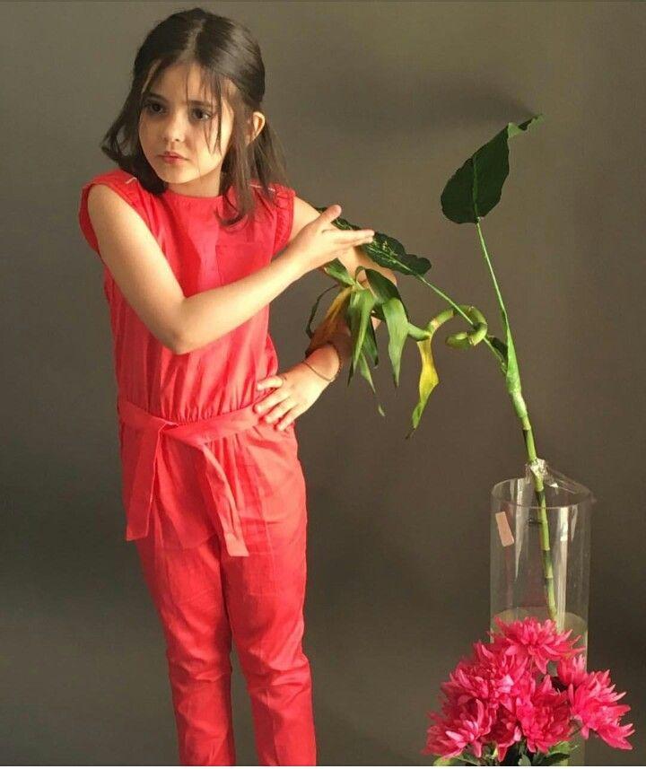 تشبه الورد مثل مايجم ل الورد المكان أنت ضحكتك تجم ل الع مر الحزين