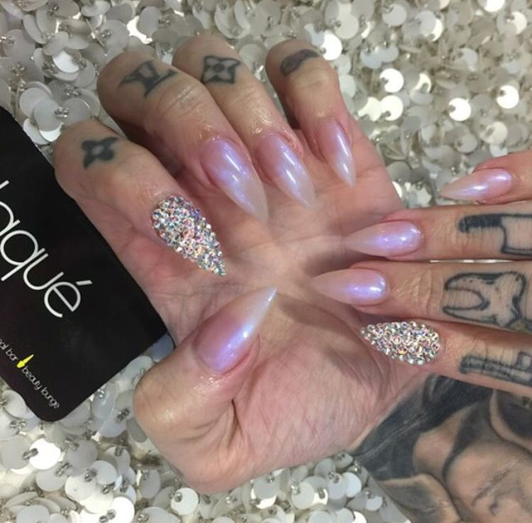 Jeffree Star\'s iridescent pink nails with Swarovski accents - Laque ...