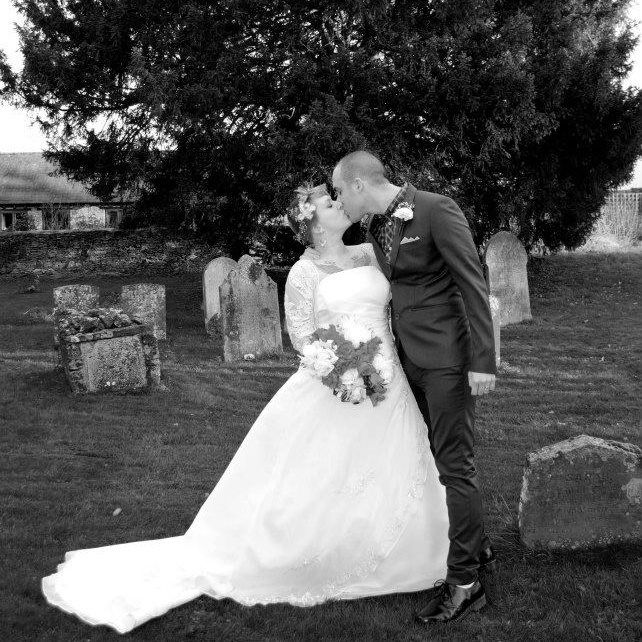 Skinhead wedding :)  My fave pic from our skinhead wedding. 1/12/12.  http://www.thenewhousefamily.co.uk/snaphappybritmums/skinheadkiss/