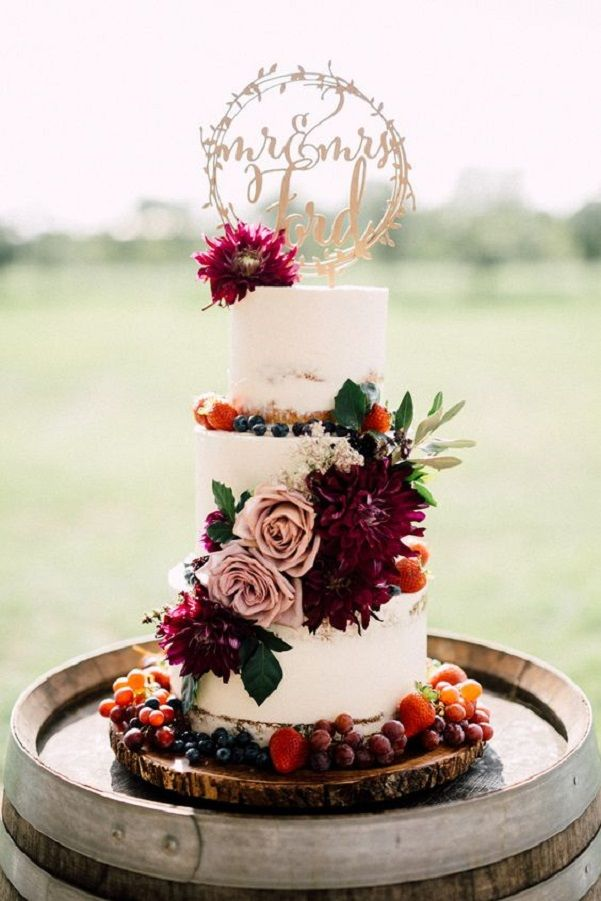 wedding cake ideas burgundy three tier white wedding cake with burgundy flowers 22906