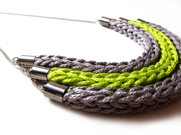Knitted Necklaces - This would be great for my wife.