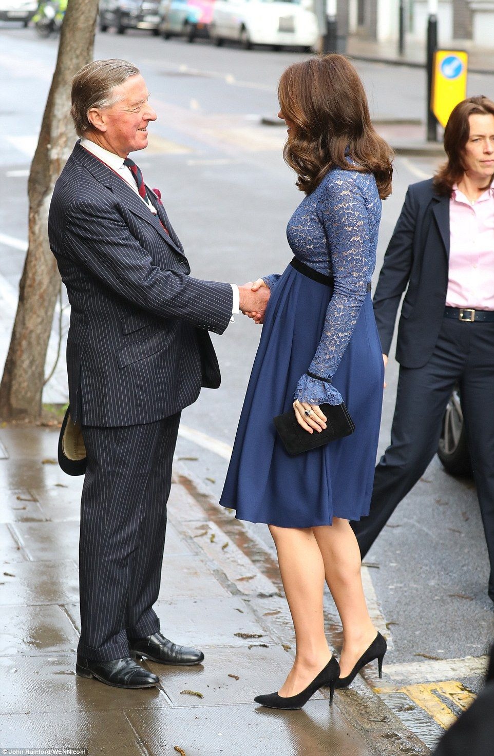 Duchess of cambridge opens place2be headquarters in london blue pregnant kate looked blooming in a blue maternity dress as she was welcomed to the new ombrellifo Gallery