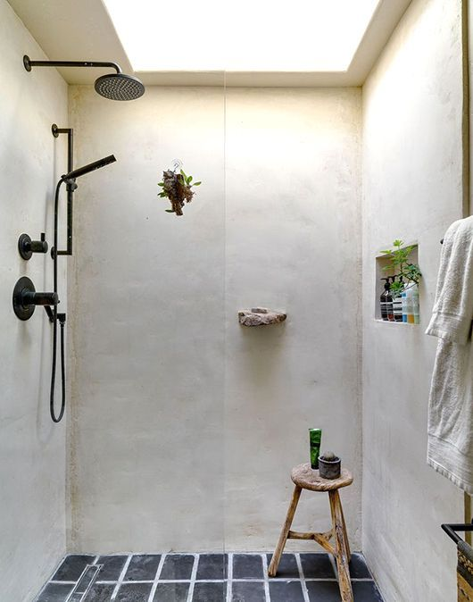 海外ミニマリストのおしゃれなバスルームインテリア参考例 バスルーム インテリア レトロなバスルーム スペイン風の家