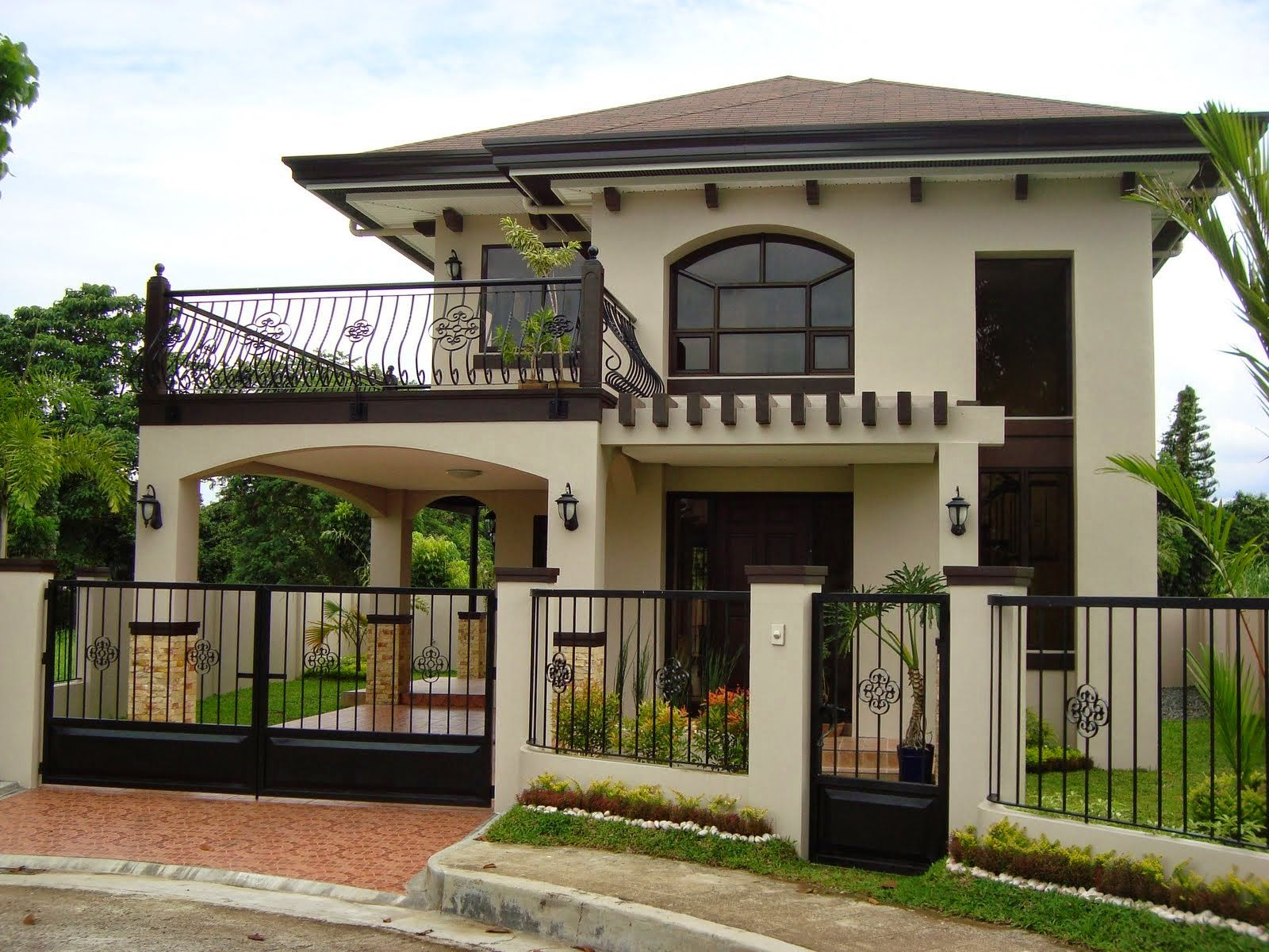 Pin Moniquesensei 2 Storey House Design House With Balcony Simple House Plans