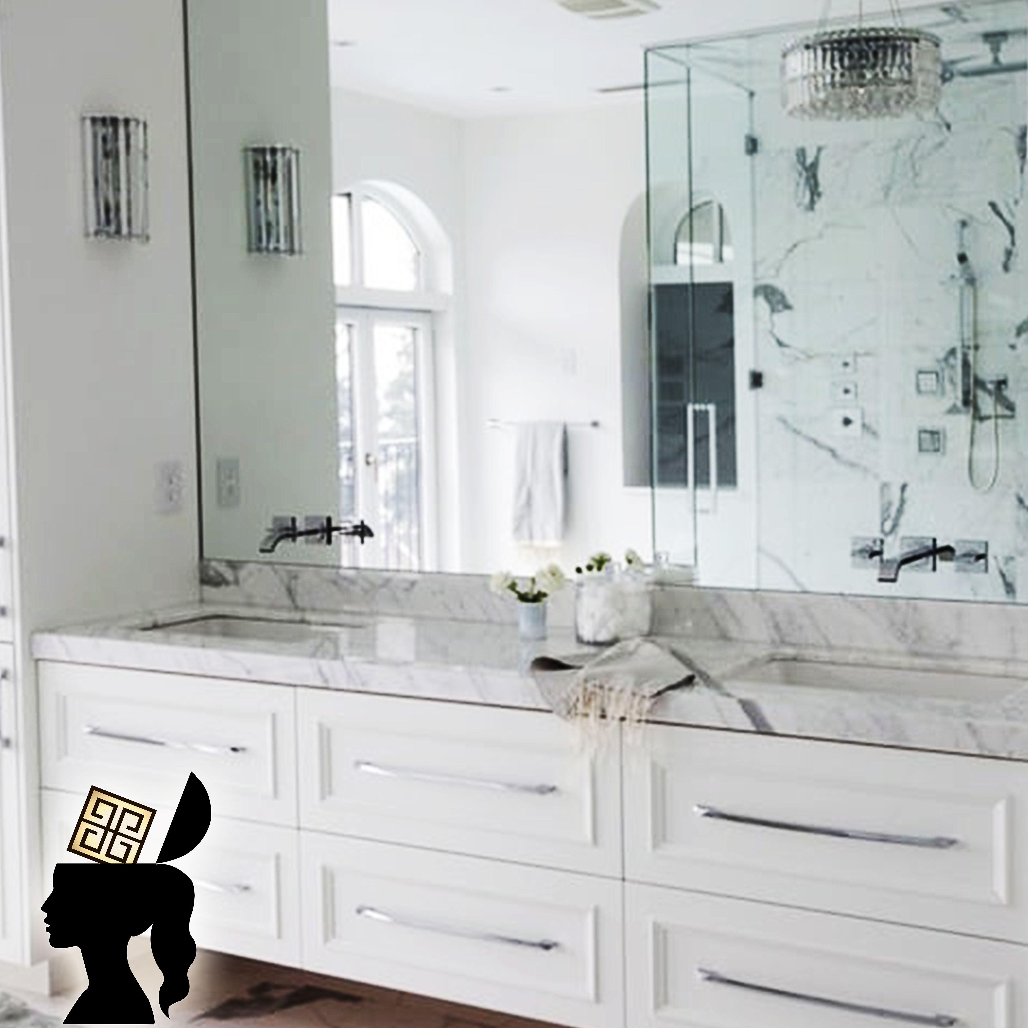Unos muebles para baño máster con un maravilloso toque ...