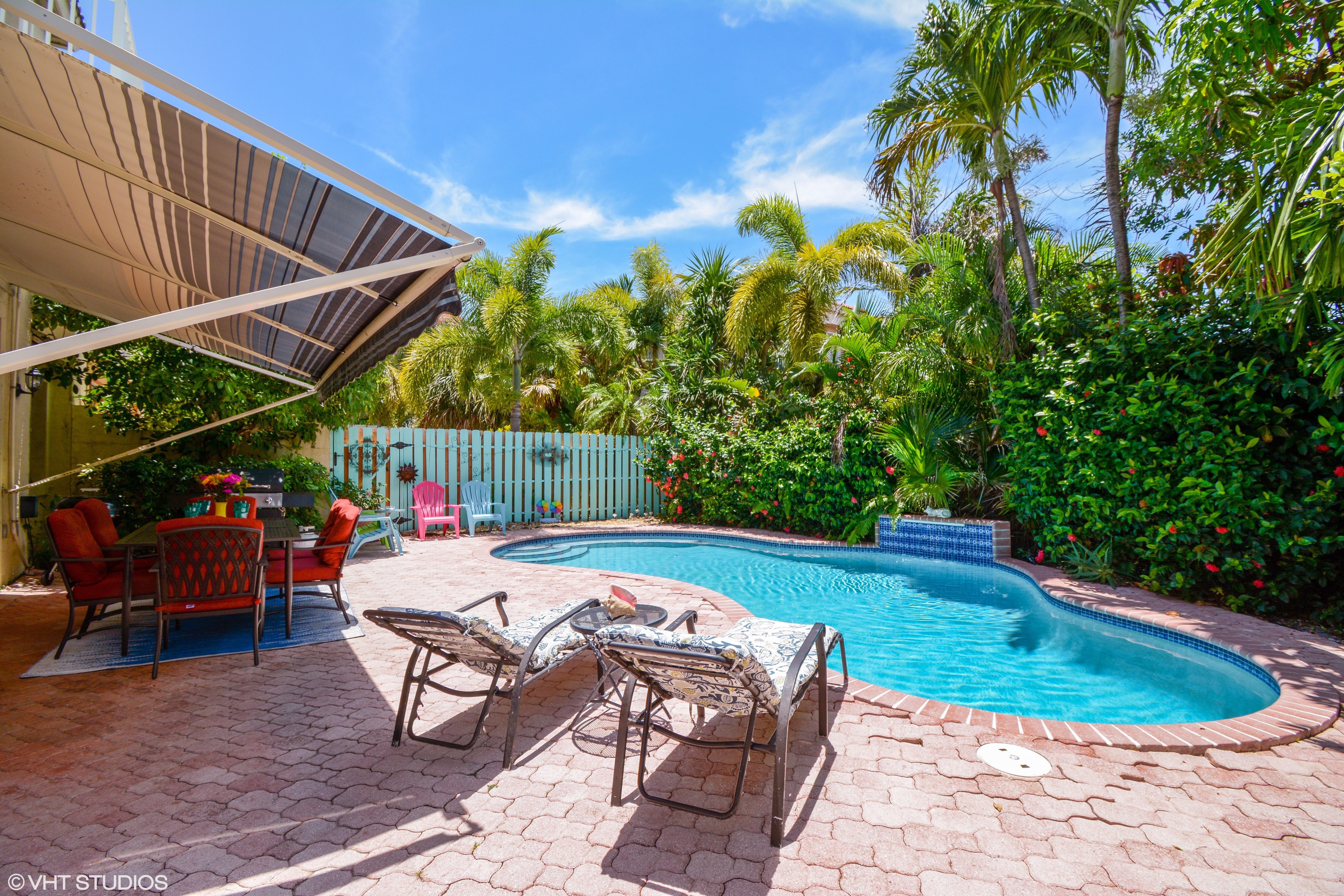 Vacation Villa with private pool sleeps 10 in Lauderdale