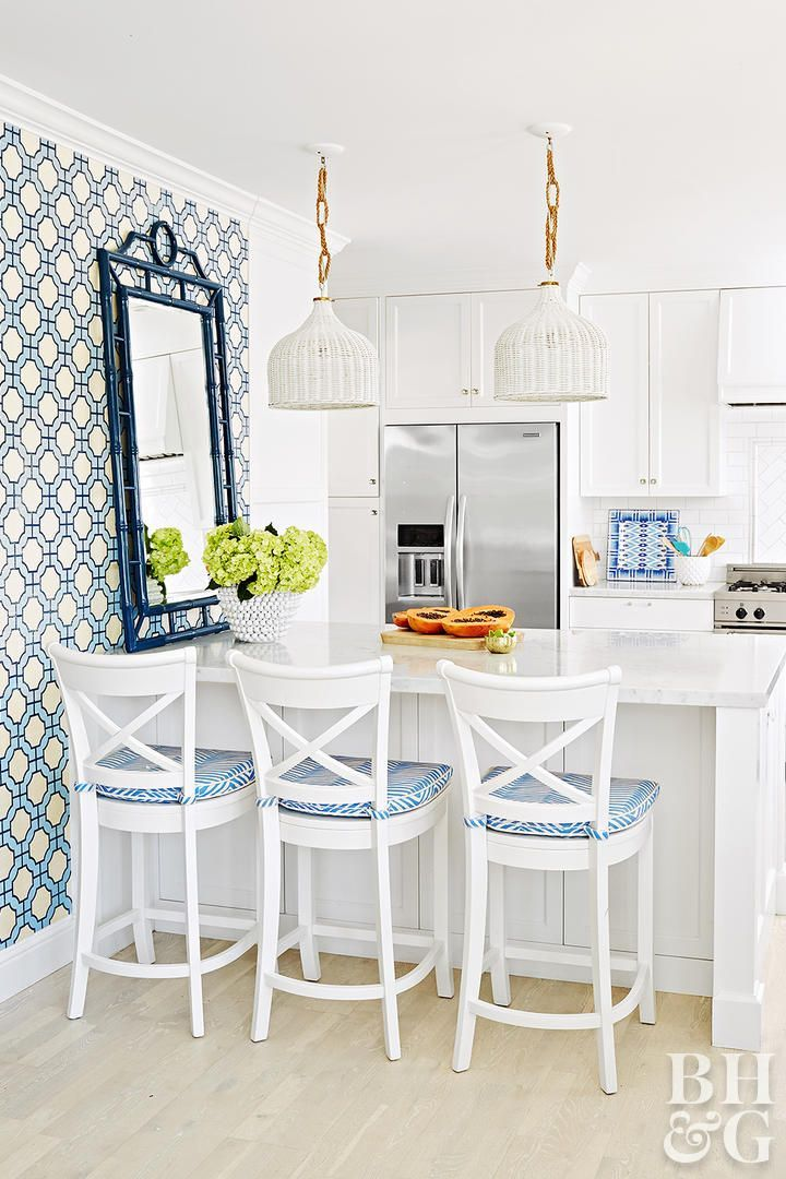 Preppy Meets Posh in This Colorful California Beach Home #beachcottagestyle