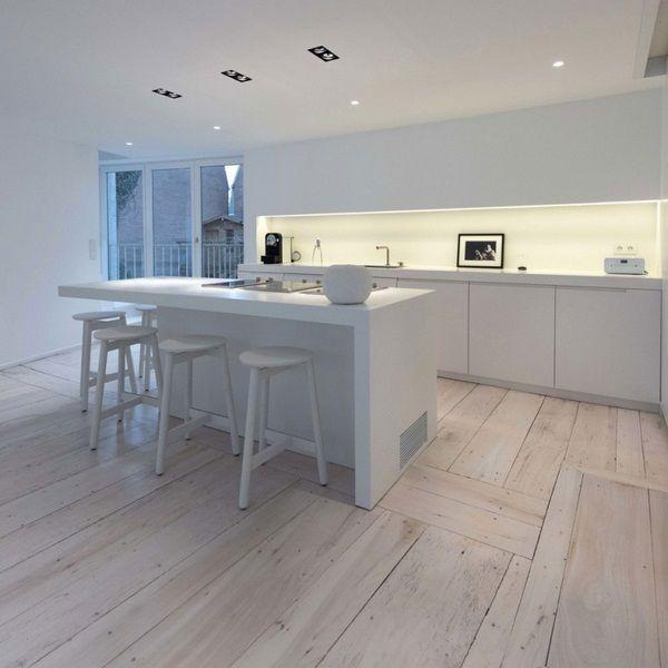 Schwarz Rohstoff Wohnung Luxus Küche Spots Fenster Laminatboden Küche  Barhocker