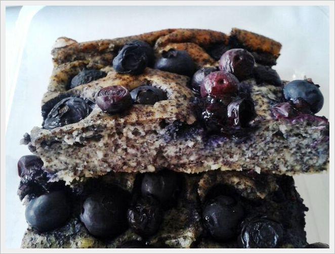 Mohn-Kuchen mit Heidelbeeren