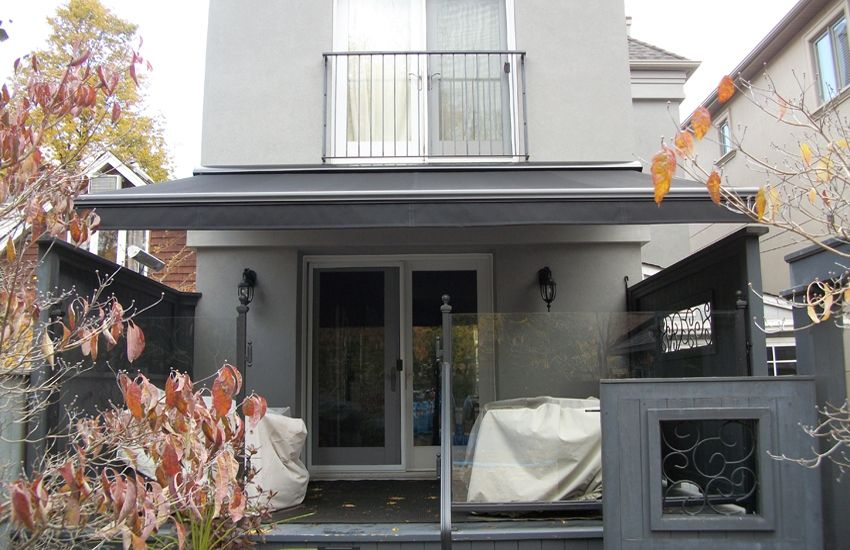 Modern Black On Grey Rolltec Retractable Awnings Toronto Ontario Canada Retractable Awning Awning Awning Over Door