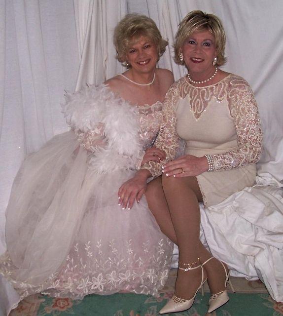 в платьях трансвеститы свадебных