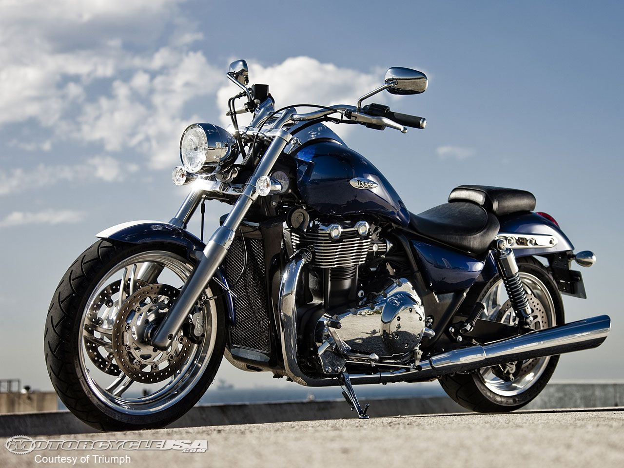 triumph motorcycles The Thunderbird sports traditional
