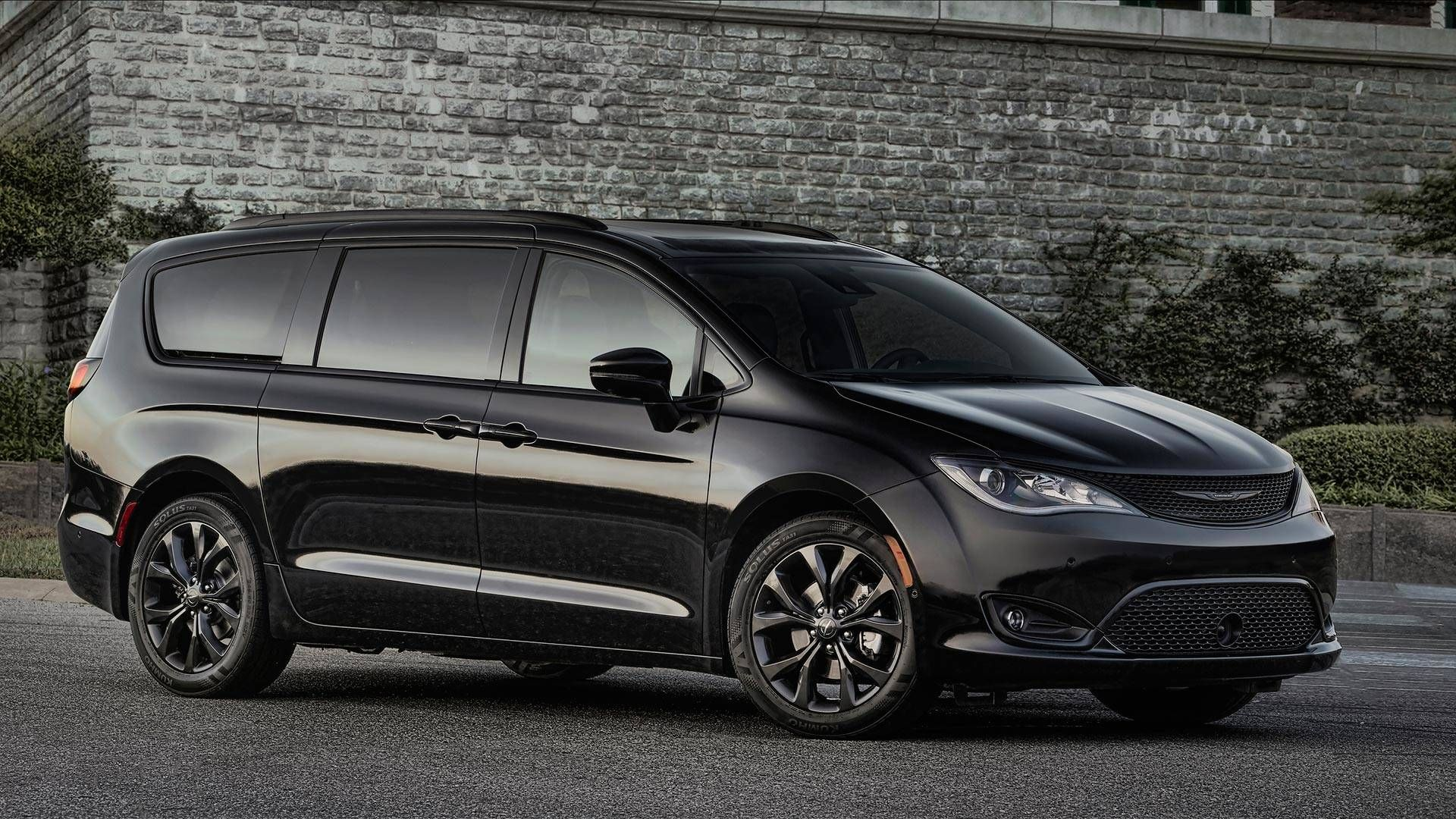 The Freshly Announced 2021 Chrysler Pacifica Will Show Up Next Year And It Will Bring Some Upgrades The Mini Van Chrysler Town And Country Chrysler Pacifica