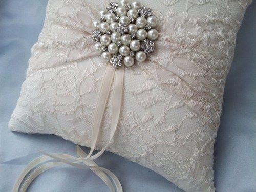 Maneiras incríveis de usar renda na decoração do casamento | Casar é um barato