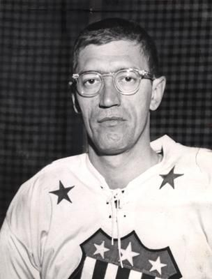 Legendary Isles Coach Al Arbour Dies At 82 With Images New York Islanders Coach Sports