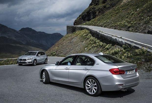 BMW : deux nouveaux hybrides rechargeables à Francfort