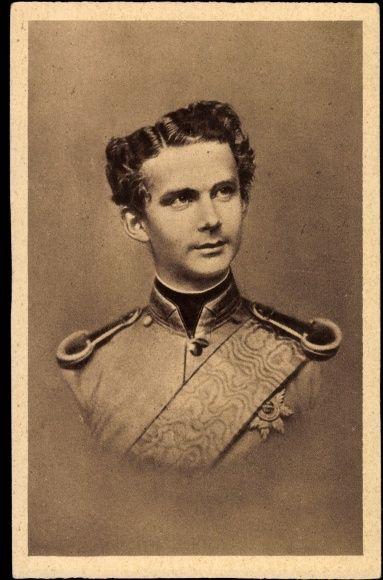 Este joven con traje de General, esta a punto de desaparecer para siempre Ludwig II de Bavaria.