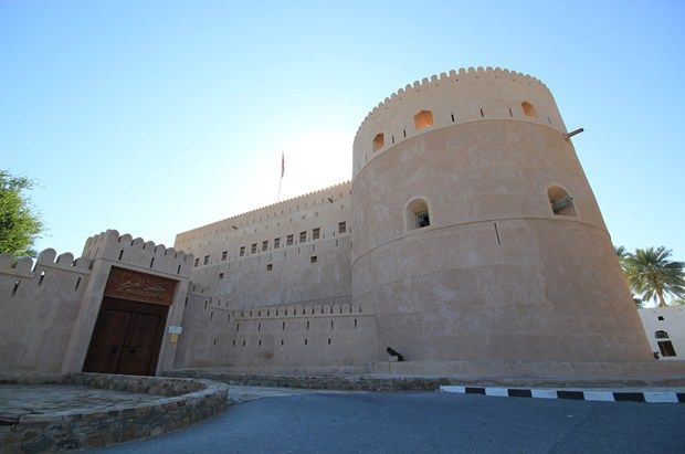 Al Hazm Castle حصن الحزم In Al Rustaq At Al Batinah Region Is One Of The Most Magnificent Castles In Oman It Had Been Castle Tourism Leaning Tower Of Pisa