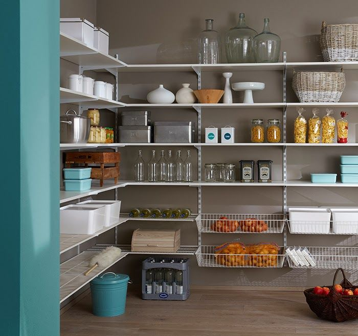abstellkammer zum verlieben verwirklicht mit regalsystem. Black Bedroom Furniture Sets. Home Design Ideas
