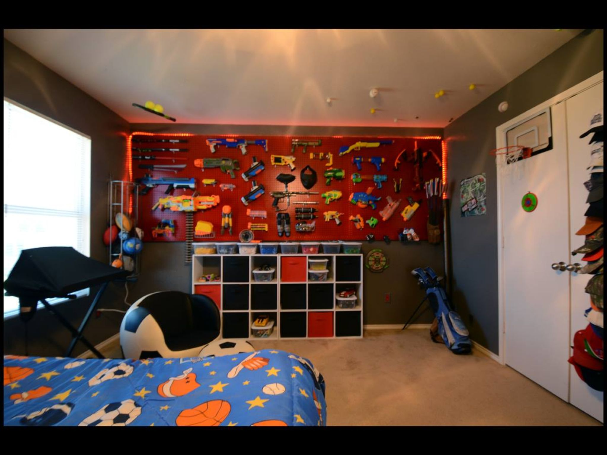 Nerf gun display cole pinterest boys nerf and guns for Display bedroom ideas