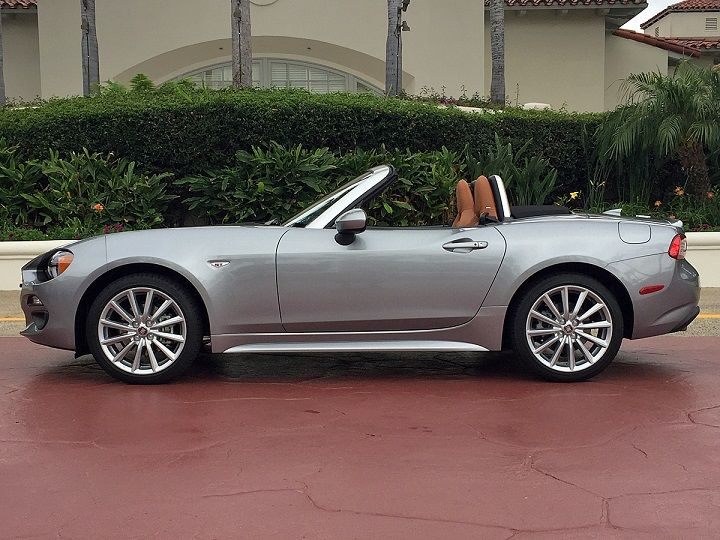 2017 fiat 124 spider lusso awesomely amazing rides. Black Bedroom Furniture Sets. Home Design Ideas
