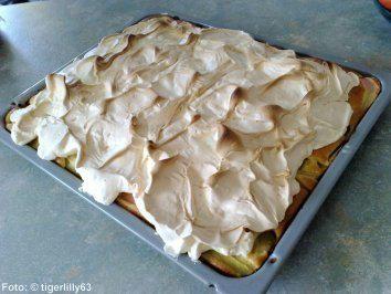 Das perfekte Rhabarberkuchen mit Baiserhaube-Rezept mit einfacher Schritt-für-Schritt-Anleitung: Den Rhabarber putzen, schälen und in Stücke schneiden…