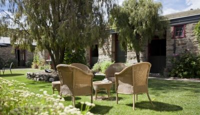 The landscaped courtyard at Olivers Lodge