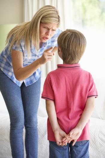 Resultado de imagen para madre regañando a su hijo