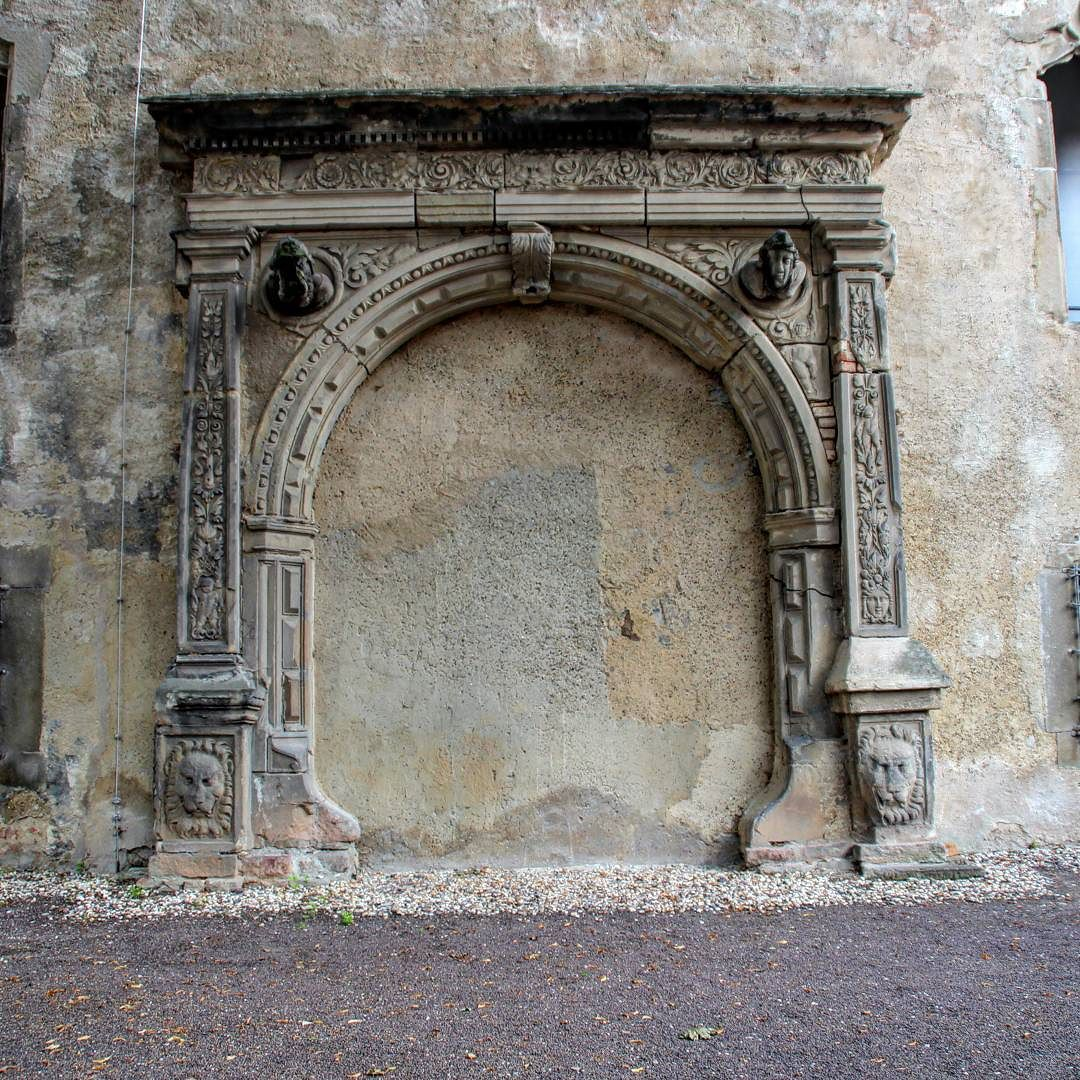 Altes Und Offenbar Ungenutztes Portal Mit Gaffkopfen Halle Hallesaale Moritzburghalle Museum Halle Saale Stadt Halle Saale Reiseziele