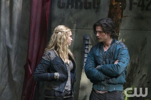"The 100 --  ""Unity Day"" -- Image: HU109a_0058 -- Pictured (L-R): Eliza Taylor as Clarke and Thomas McDonell as Finn -- Photo: Michael Courtney/The CW -- © 2014 The CW Network, LLC. All Rights Reserved"