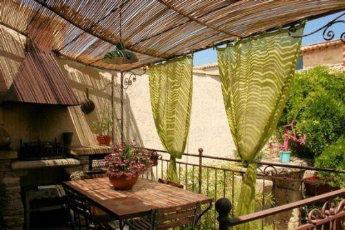 Deko ideen balkon terrasse bedeckt sichtschutz balkonia - Deko ideen balkon ...