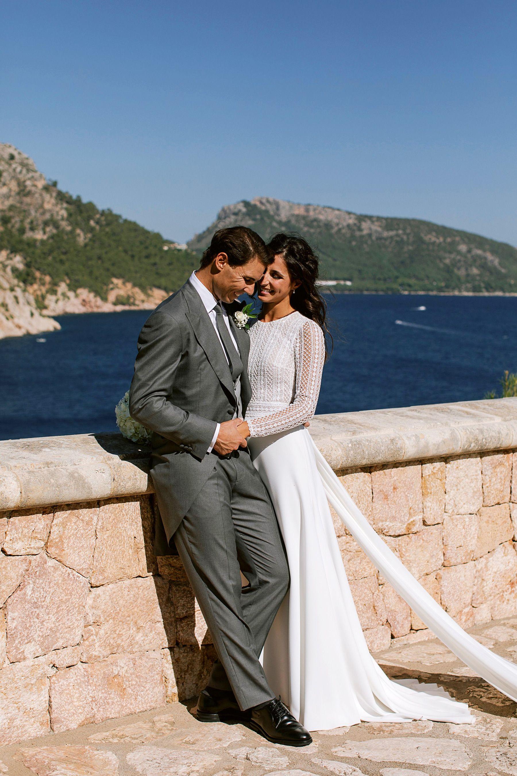 See Rafael Nadal S Wife Mery S Hand Embroidered Rosa Clara Wedding Dress Stunning Wedding Dresses Celebrity Weddings Rosa Clara Wedding Dresses
