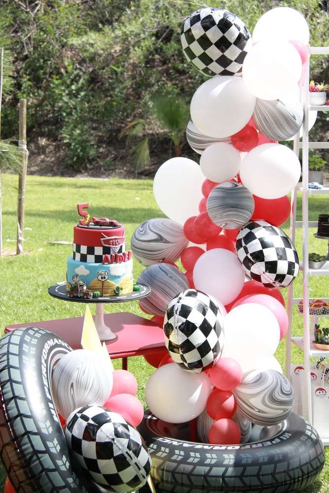 Check out the cool balloon garland decorating