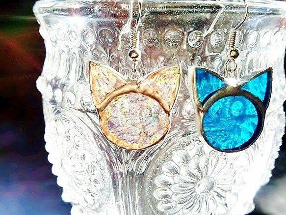 ステンドグラスのガラスで作成した猫のピアスです フォルムが可愛くて、着けていてワクワクします(^_^)ガラスのパーツから 手作業でガラスの模様、濃淡が同じもの...|ハンドメイド、手作り、手仕事品の通販・販売・購入ならCreema。