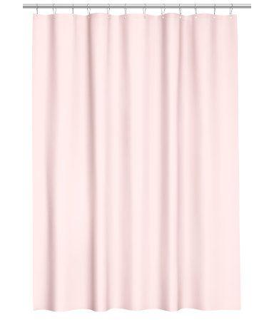 Vaaleanroosa. Suihkuverho vettähylkivää polyesteriä. Yläreunassa metallivahvikkeet suihkuverhorenkaita varten. Suihkuverhorenkaat myydään erikseen.