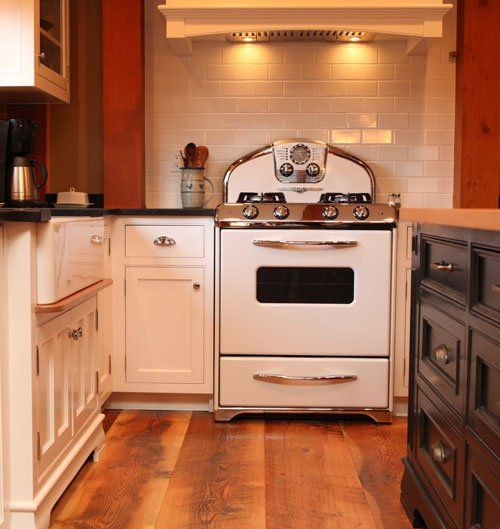 Vintage Kitchen Photography: Classic White Elmira Northstar Stove